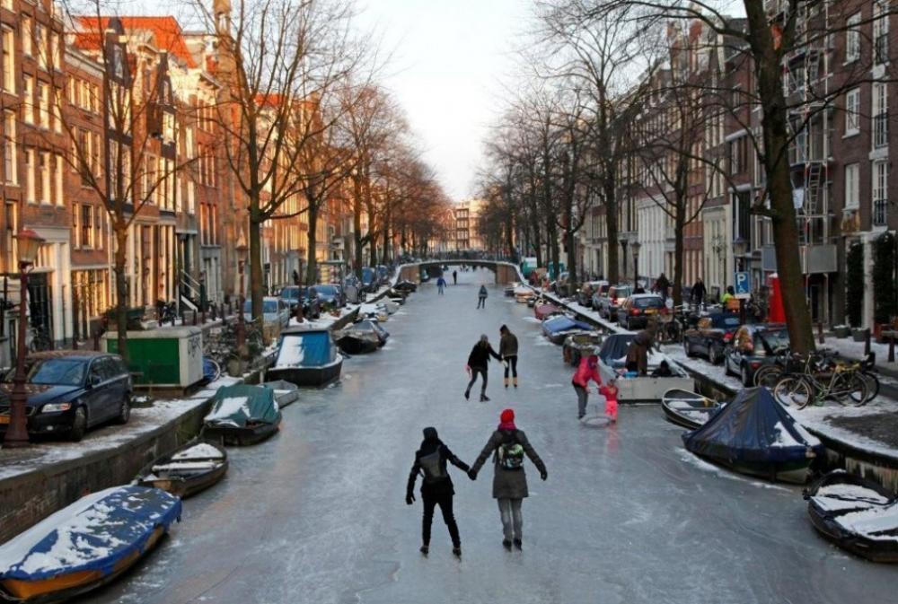 Canal Skating